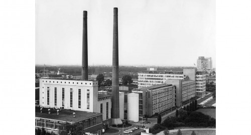 RK8550-1, Complex Strijp T, zicht op centrale TR en rechts gebou